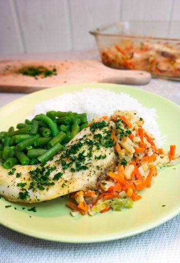 ryba zapiekana we włoszczyźnie z ryżem i fasolką szparagową